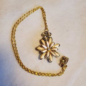 "20"" Gold Tone Flower Theme Pendant Necklace Style"